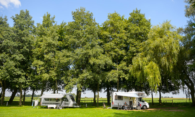 Genieten van het leven te midden van de natuur én in alle vrijheid met eigen tent, caravan of camper.